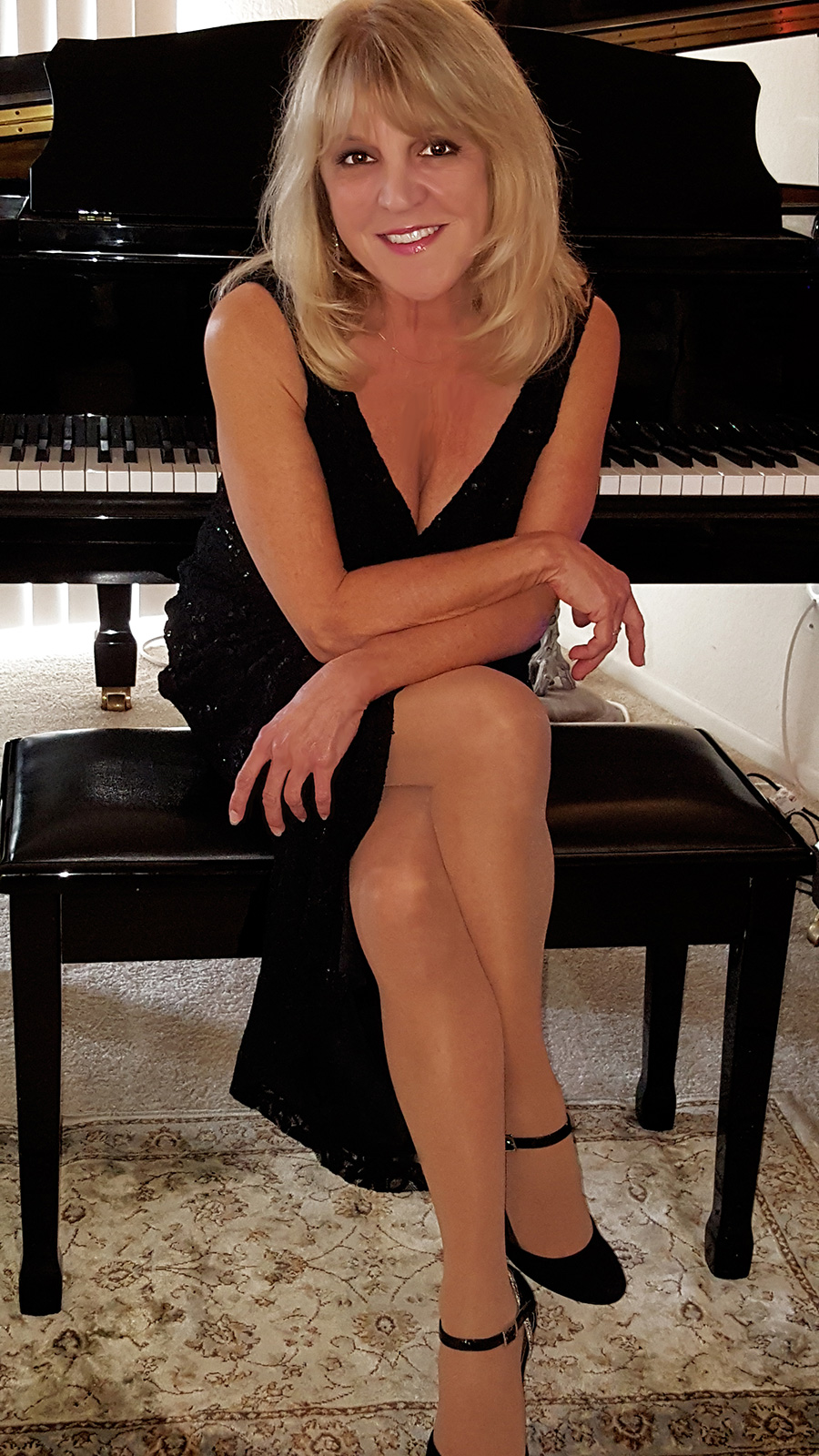 CLAUDIA-PIANO-SMILE-WEB